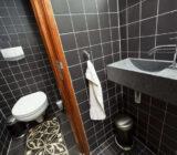 Magnifique cabin public toilet