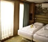 De Holland twin beds