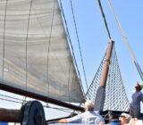 Mare fan Fryslan putting sails up