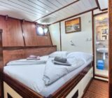 Double cabin below deck