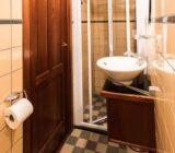 Leafde fan Fryslân cabin bathroom