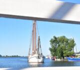 Elizabeth Monnickendam through bridge
