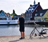 Cyclist in Huizen