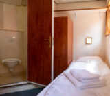 De Nassau twin cabin lower deck bathroom