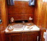 Mariagiovanna cabin bathroom