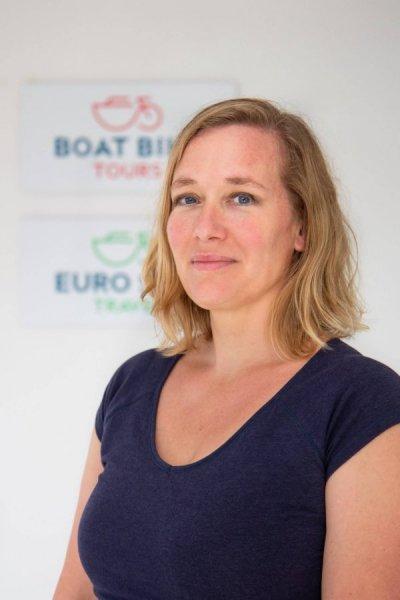 Laura Janssens   Marketing and Communication