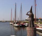 Waddenzee and Friesland Stavoren statue Vrouwtje van Stavoren