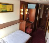 Twin cabin on lower deck with hall